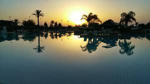 Le bassin du Jardin de l'Agdal au couché du soleil